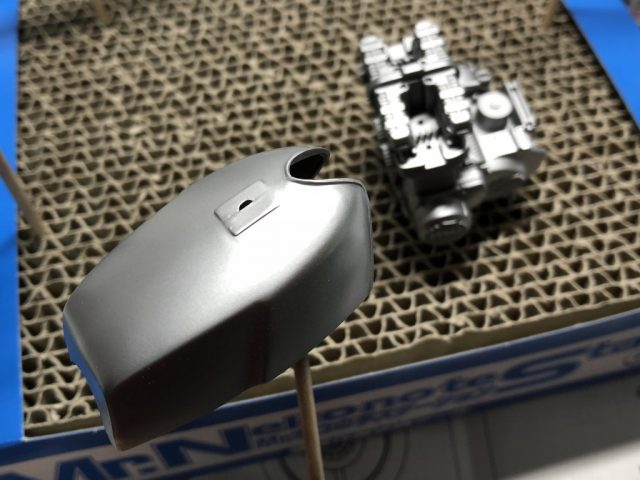 アオシマ1/12Z750FX(フルチューン)をシルバーで塗装