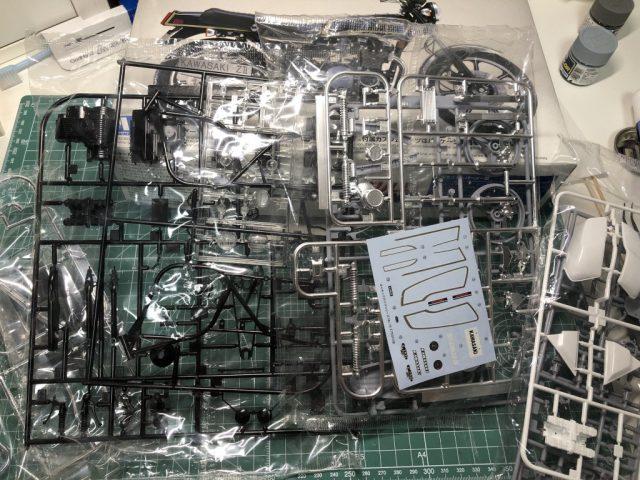 アオシマ1/12Z750FX(フルチューン)のランナー