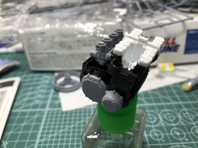 アオシマ1/12Z750FX(フルチューン)のエンジン