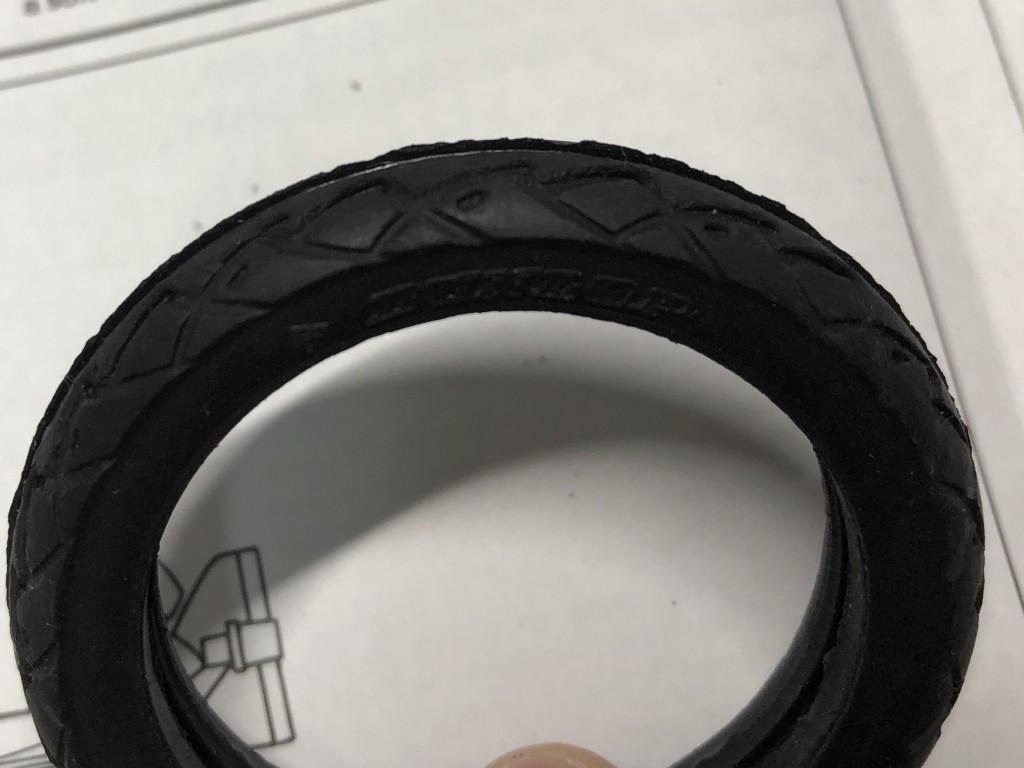 アオシマ1/12Z750FX(フルチューン)のタイヤ